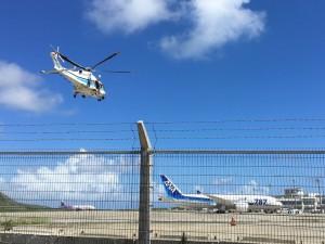 石垣島空港 ホバリングしている海保のヘリ、訓練中かな?